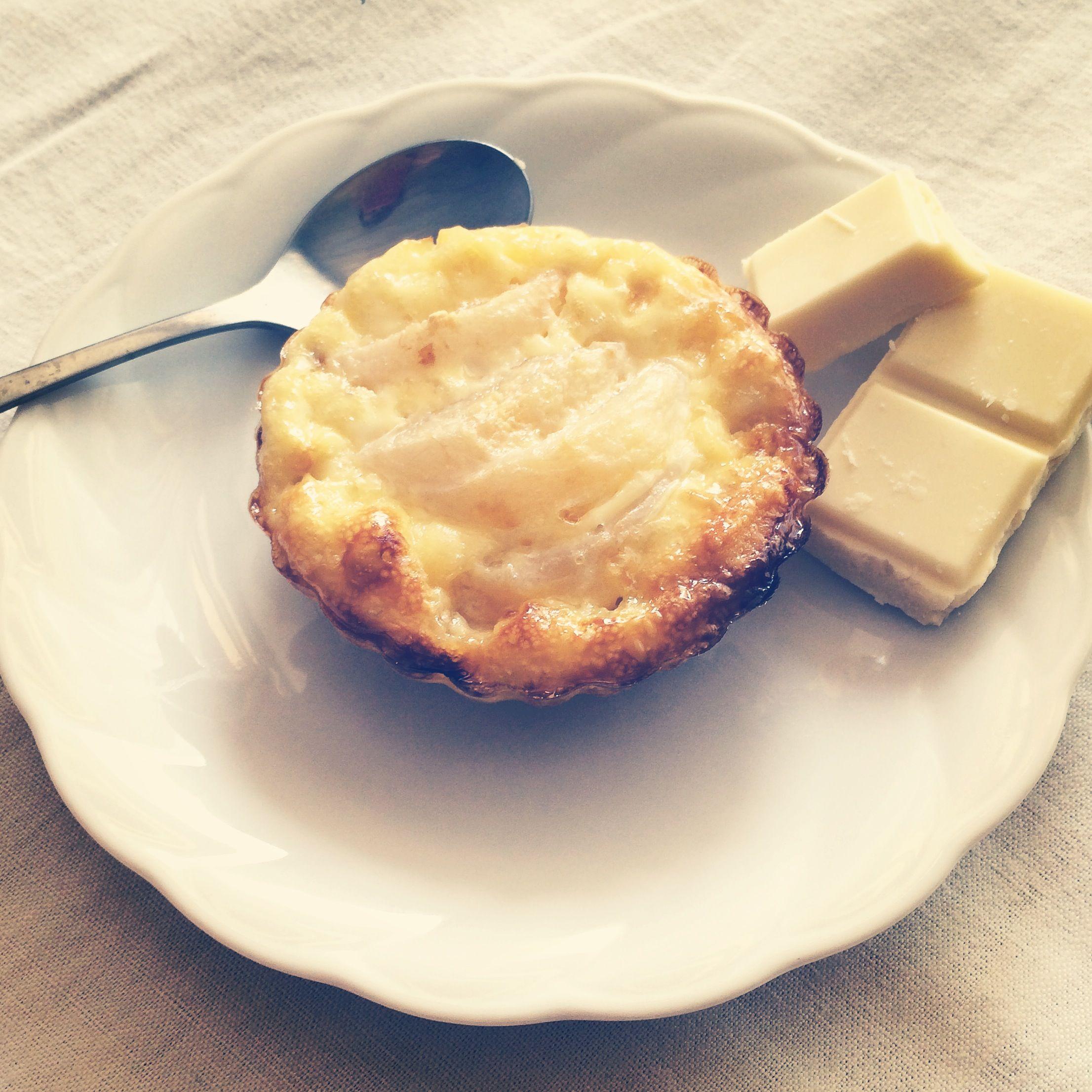Ma tartelette blanche à la poire, noix de coco et chocolat blanc
