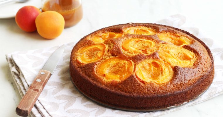 Gâteau caramélisé aux abricots