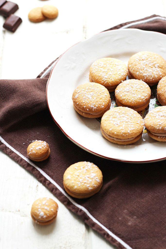 Biscuits légers fourrés au praliné 2