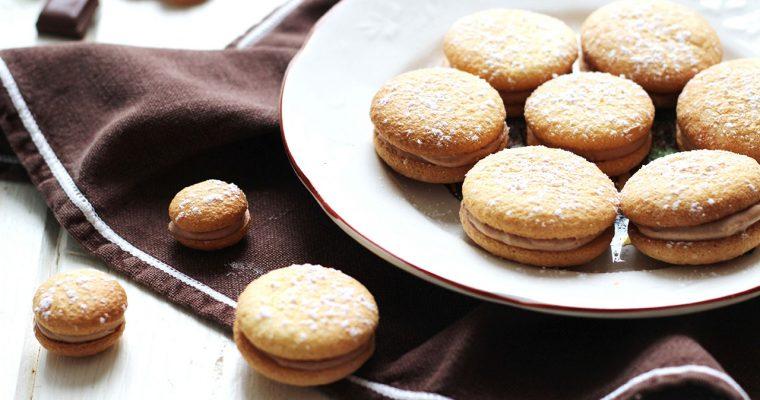 Biscuits légers fourrés au praliné