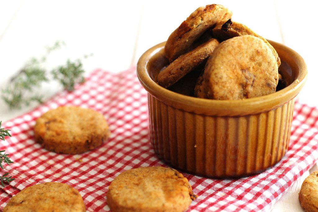 Crackers au paprika, tomates séchées et thym 2