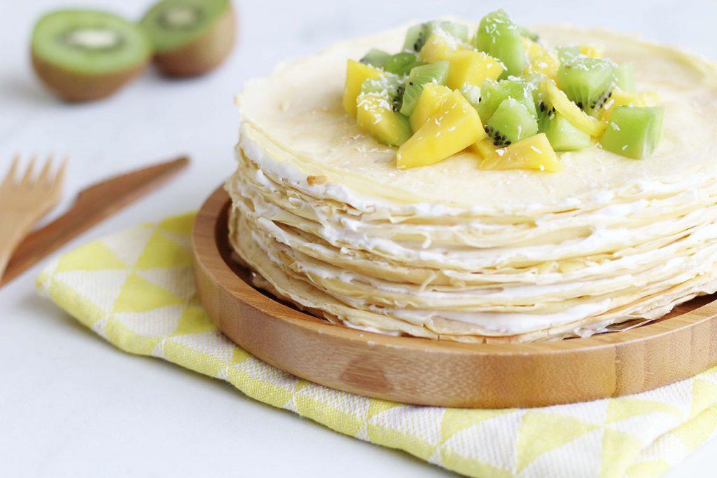 Gâteau de crêpes à la noix de coco, mangue et kiwi 4