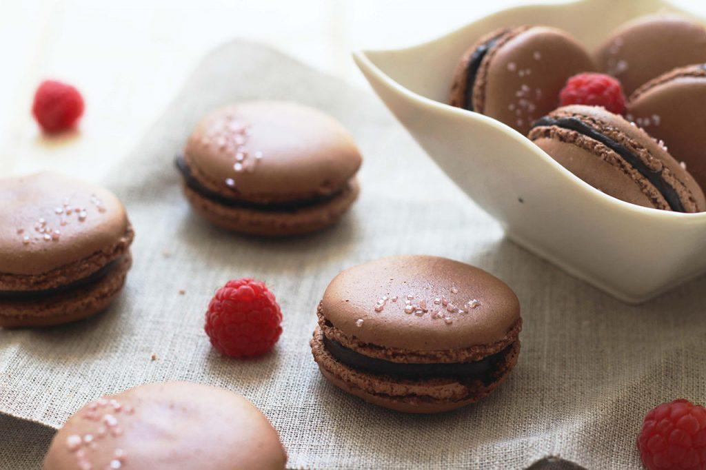 Macarons au chocolat et framboise 2