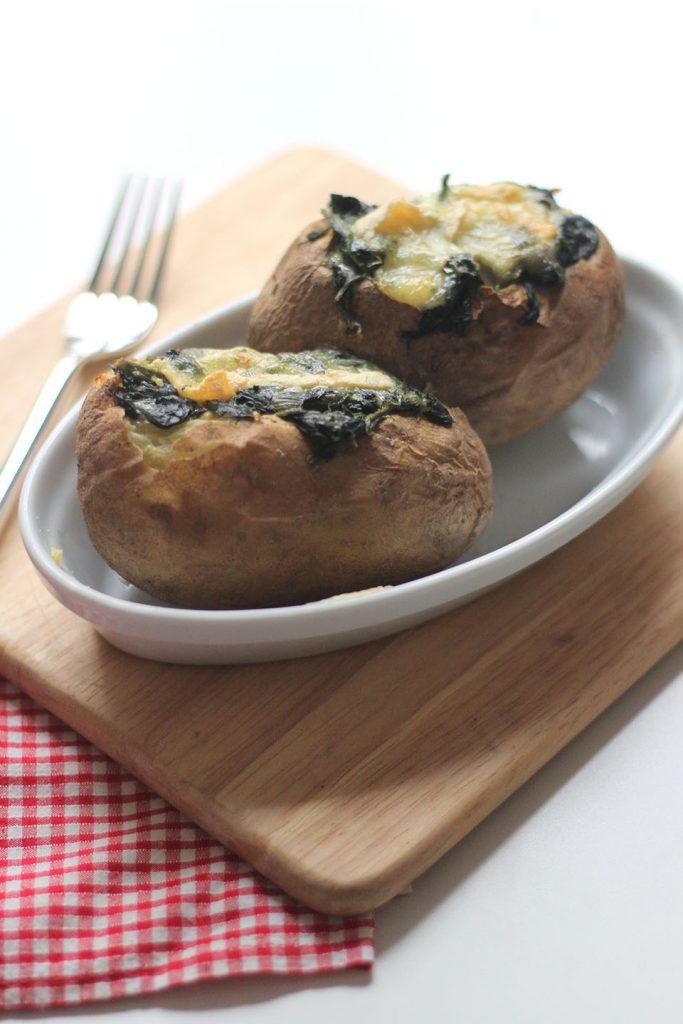 Pommes de terre au four farcies aux épinard et reblochon