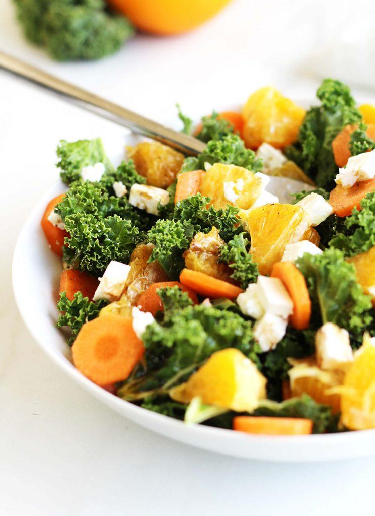 Salade chou kale, carotte, orange et feta