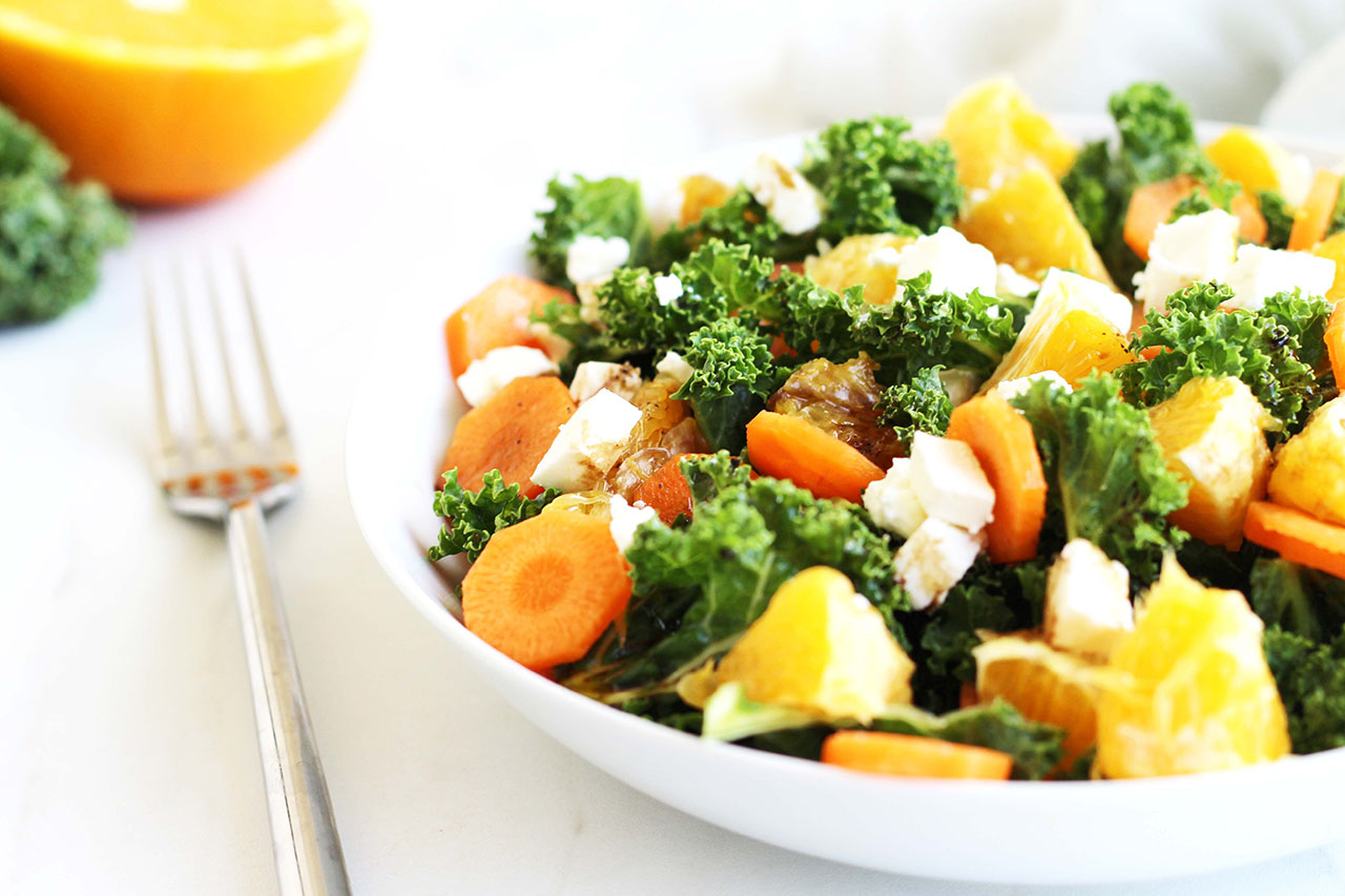 Salade de chou kale à l'orange, carotte et feta
