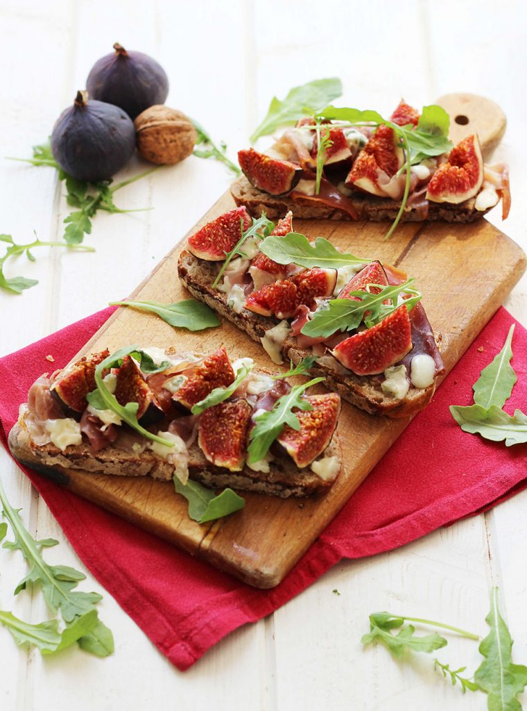 Tartines aux figues, roquefort et jambon de parme 3