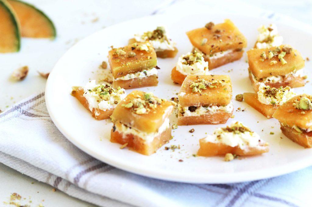 Bouchées au melon, fromage frais et pistache 3