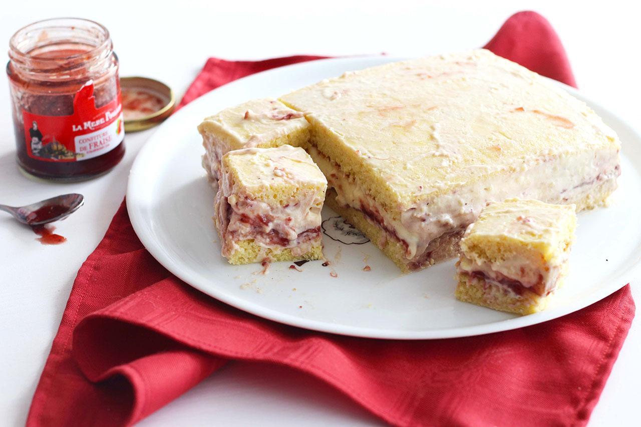 Gâteau crémeux à la vanille et à la fraise