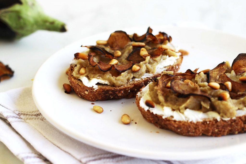 Tartines à l'aubergine, chèvre et miel 2